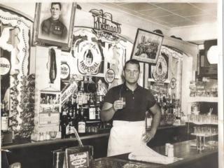 barman in Dirty Dick's