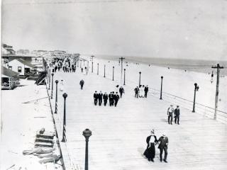 boardwalk and beach, 1909