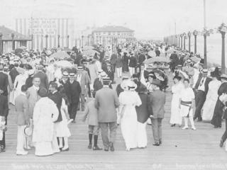 packed boardwalk, 1913