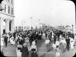 crowds on boardwalk, 1914
