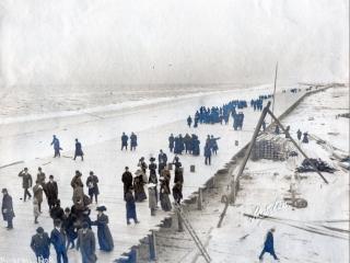 crowds on unfinished boardwalk, 1908