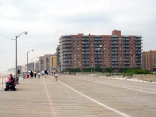boardwalk and apartments, by Long Beach Blvd, 2003