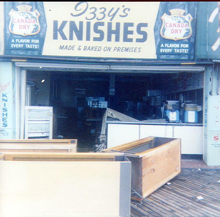 Izzy's Knishes on boardwalk